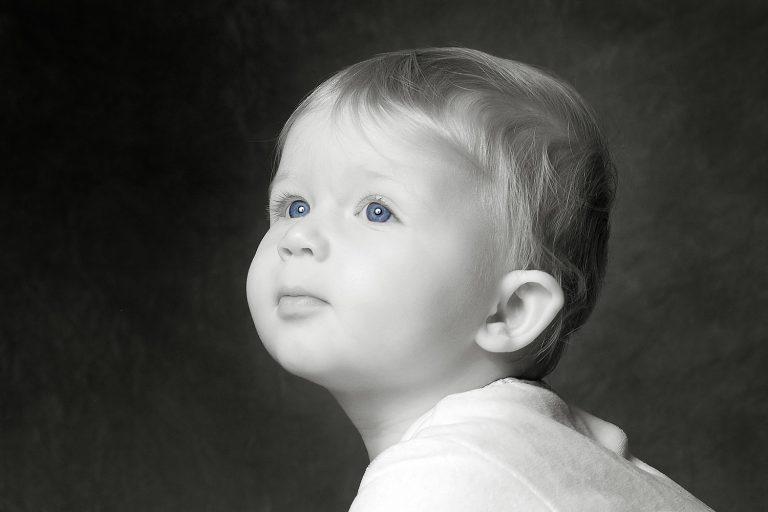 baby portriat in b+w
